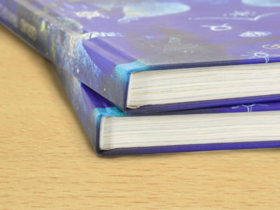 Wir gestalten, drucken und binden mit Hardcover-Buchbindung Kataloge, Bücher, Fotobücher